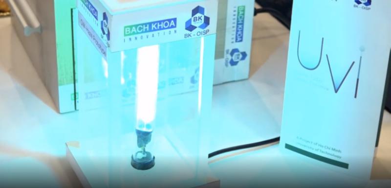 Diệt khuẩn cho điện thoại bằng đèn UV